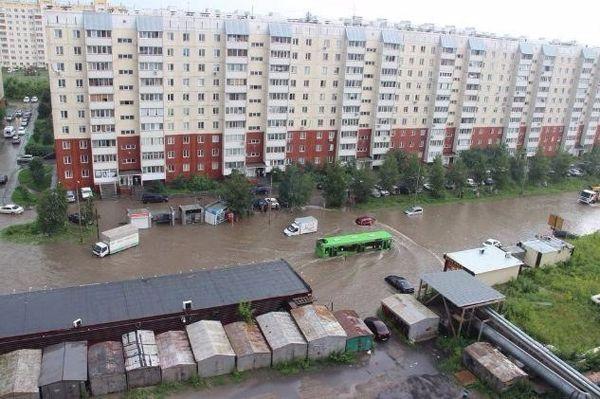 Дождь «сломал» десятки светофоров и на полтора часа «остановил» транспорт в Новосибирске