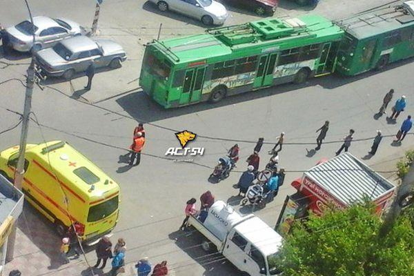 Троллейбус переехал мужчину в левобережье Новосибирска