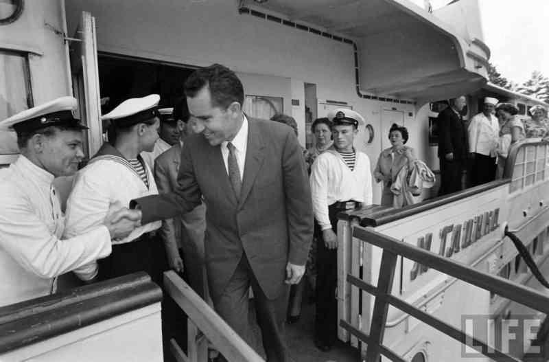 Обнаружена уникальная кинохроника визита Ричарда Никсона