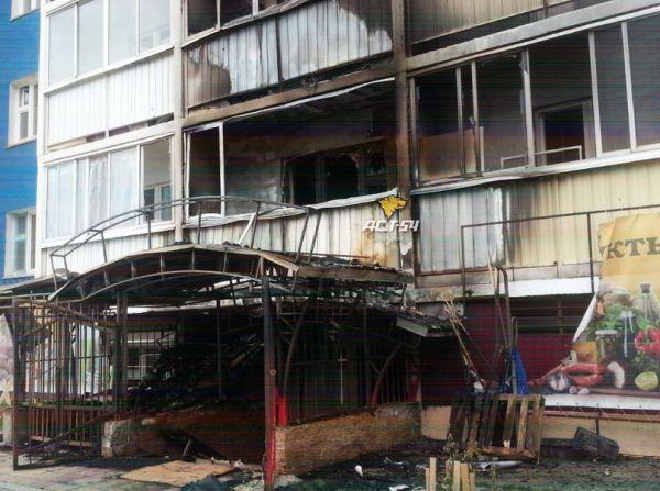 В жилом доме на Затулинке пожар охватил несколько квартир (фото)