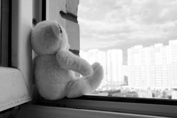 Двухлетний ребенок разбился насмерть, выпав из окна высотки в Новосибирске