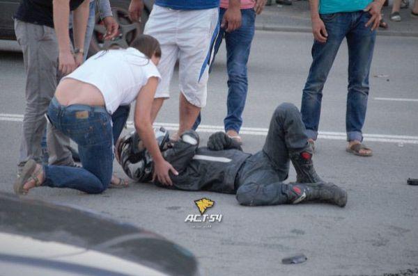 Девушка на мотоцикле погибла, врезавшийсь в грузовик под Новосибирском