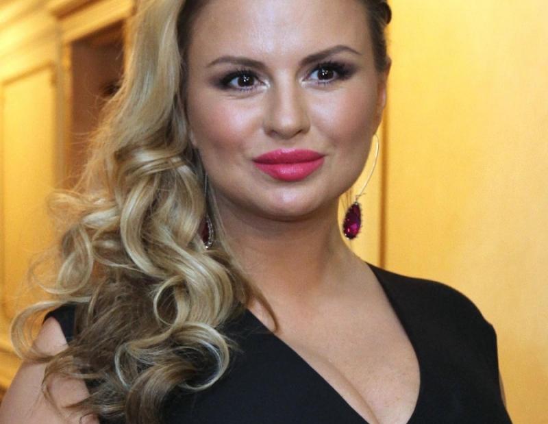 Анна Семенович попала под капельницу