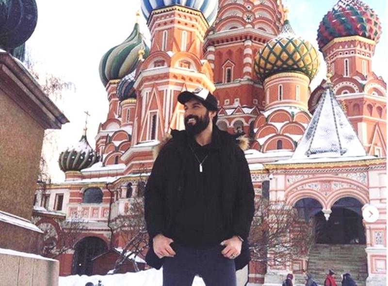 Султан наших сердец прилетел в Россию