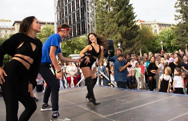 Новосибирцы танцевали без остановки 11 часов 56 минут