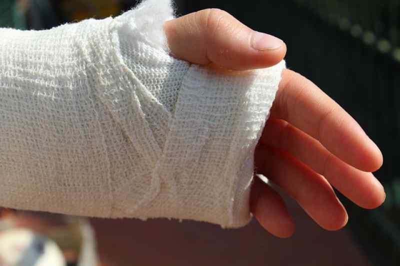 Бердчанин получил условный срок за сломанную руку врача