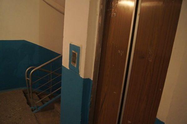Новосибирцы застряли в лифтах из-за отключения электричества на Плющихинском жилмассиве