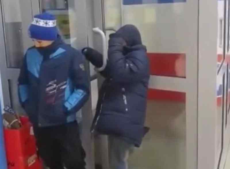 Дети-попрошайки атаковали продуктовый магазин на Первомайке