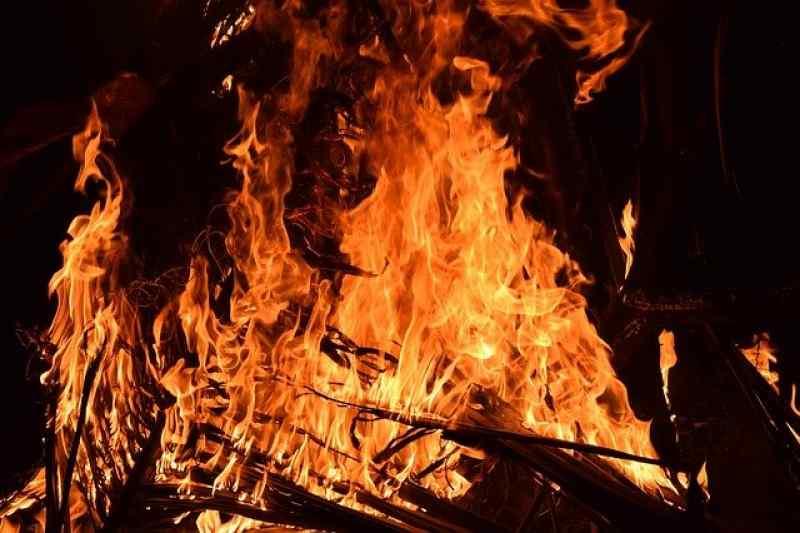В пожаре в Дзержинском районе погиб мужчина
