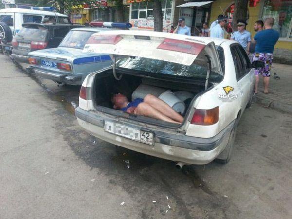 Мужчину в багажнике машины приняли за труп в Новосибирске (фото)