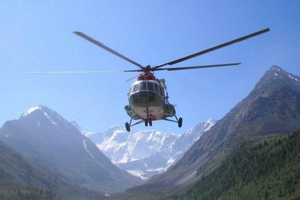 Выкидыш случился у сибирячки на перевале в горах Алтая, женщину эвакуировали на вертолете