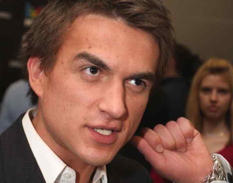 Влада Топалова разделили с семьей