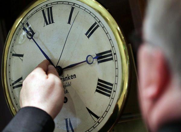Не переходить, а возвращаться. Будет ли НСО переводить часы?