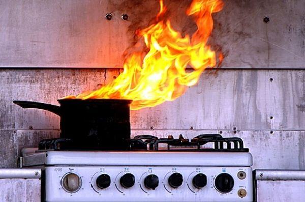 Приготовление ужина чуть не привело к пожару и взрыву жилого дома в Новосибирске