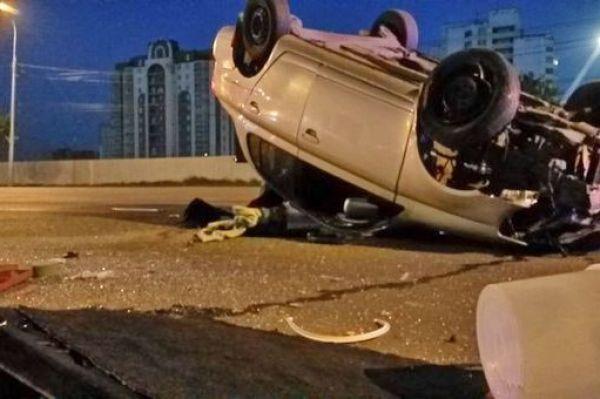 Такси с пассажирами перевернулось на Большевистской, один человек погиб