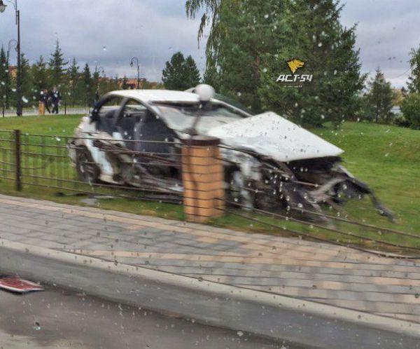 Погоня ДПС за нарушителем закончилась столкновением трех машин и автобуса в Новосибирске