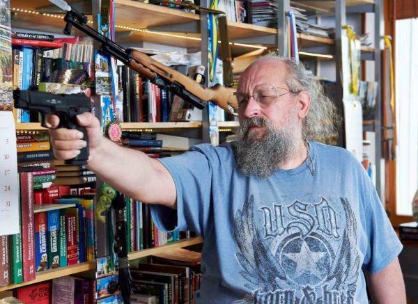 Зачем Вассерману меч, винтовка, автомат и пистолеты? (репортаж)